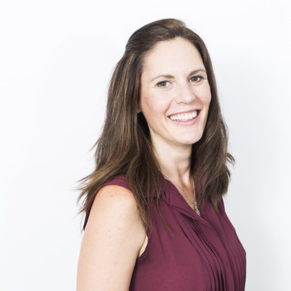 Portrait of Leonie Harding, Culture Architect & Senior Associate at Corporate Edge, specialising in helping individuals & teams to build organisational strategies for their sustainable and future growth.